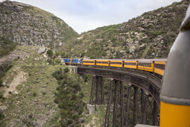 タイエリ渓谷をゆく列車