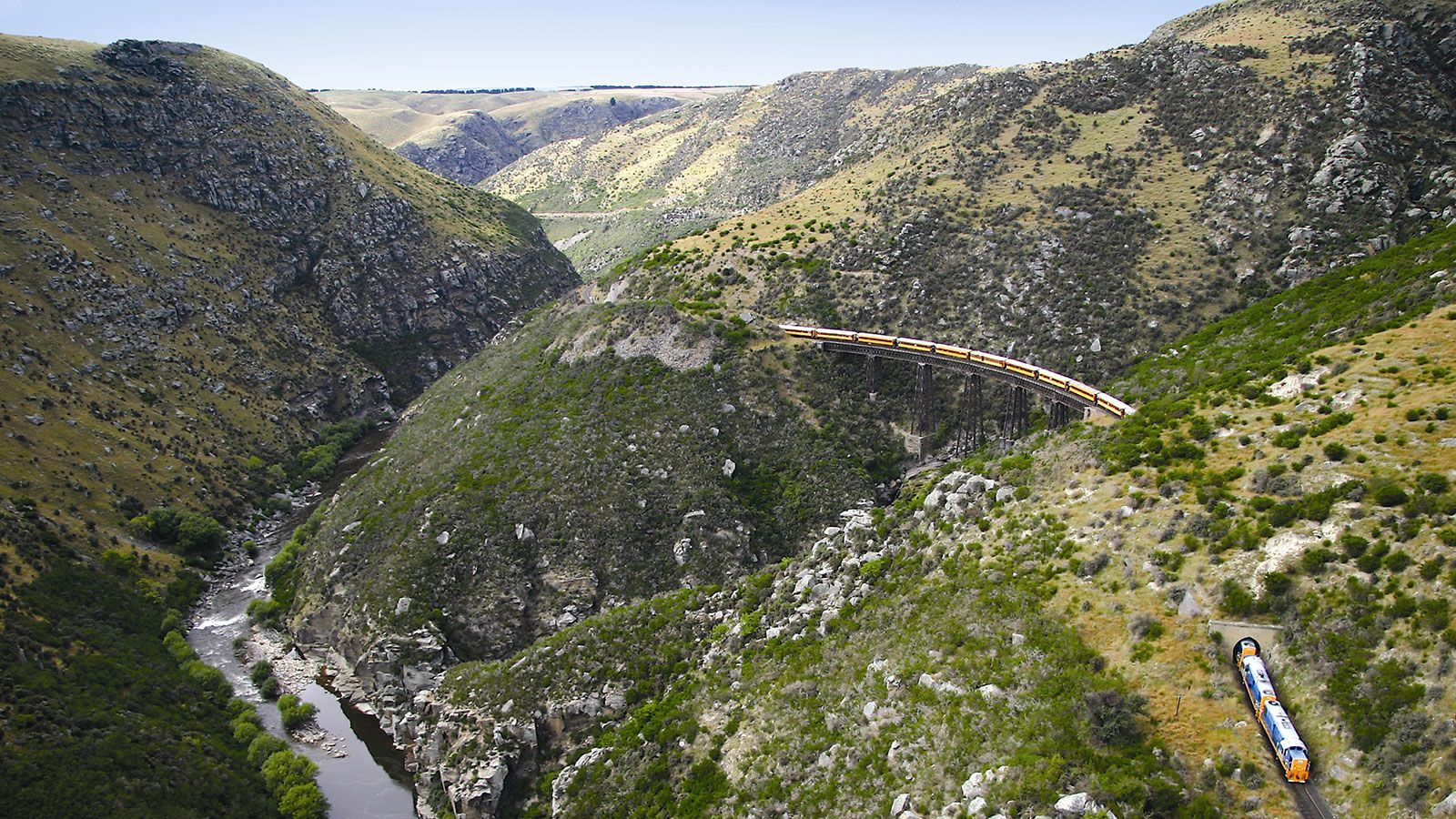 Spectacular Scenery through the Taieri Gorge